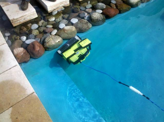 Dolphin Poolroboter im Schwimmbad